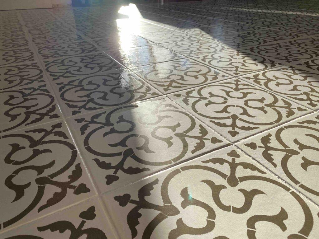 Šablooniga värvitud põrand